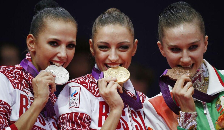 Daria Dmitrieva (tv.) vandt OL-sølv i 2012.