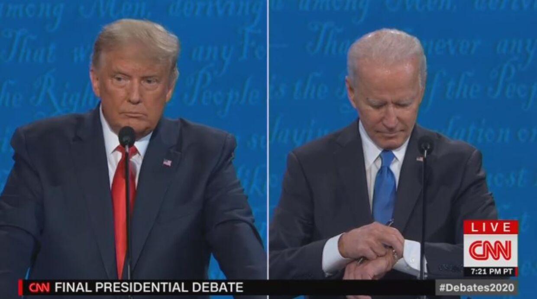 Joe Biden kiggede på sit ur under nattens præsidentdebat. Det møder han hård kritik for.