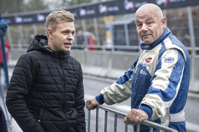 Kevin Magnussen og John Nielsen ved en tidligere lejlighed i samtale om - ja - formentlig motorsport.