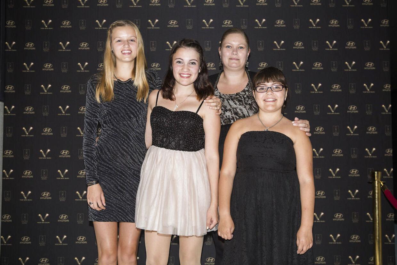 Hvert år bliver Stephanie Siguenza inviteret ind som publikum til 'Vild med dans ' -som her med mor, søster og veninde i 2014 - men hun er aldrig blevet spurgt, om hun vil være med.