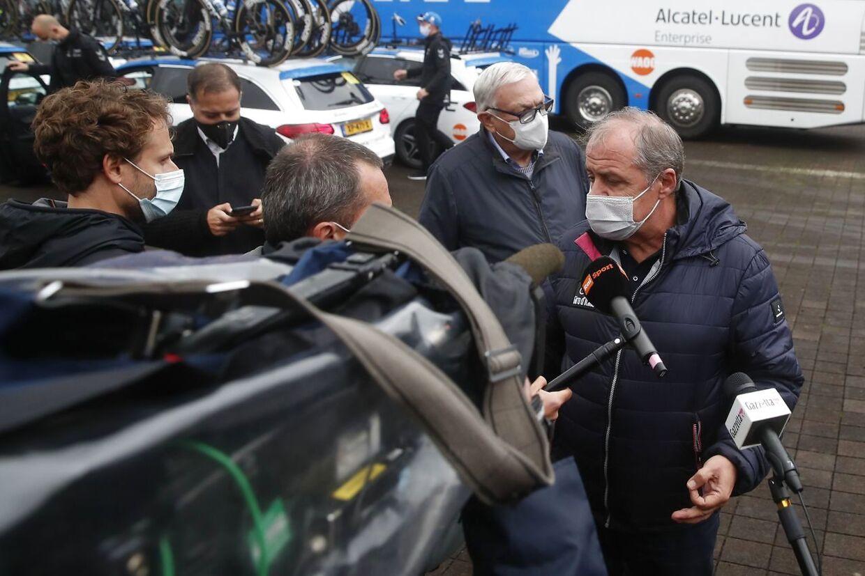 Løbsdirektør Mauro Vegni var rasende under dagens etape, hvor han har truet med at sætte advokater i spil.