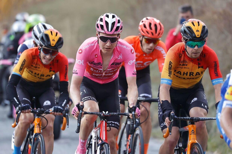 Wilco Kelderman (i lyserødt) vinder formentlig ikke årets Giro d'Italia, efter han tabte tid ved den sidste bjergetape.