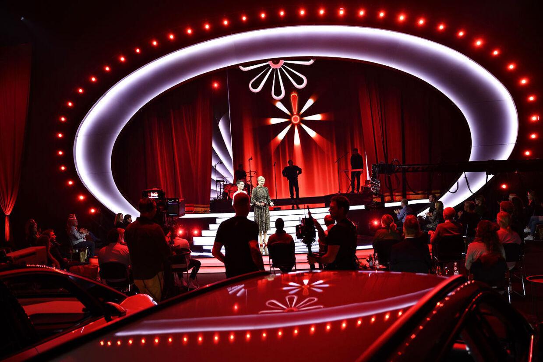 Værterne Janni Pedersen og Louise Wolff på scenen, da TV 2 afholder 'Knæk cancer live' i Brøndby, lørdag 24. oktober 2020. (Foto: Philip Davali/Ritzau Scanpix)
