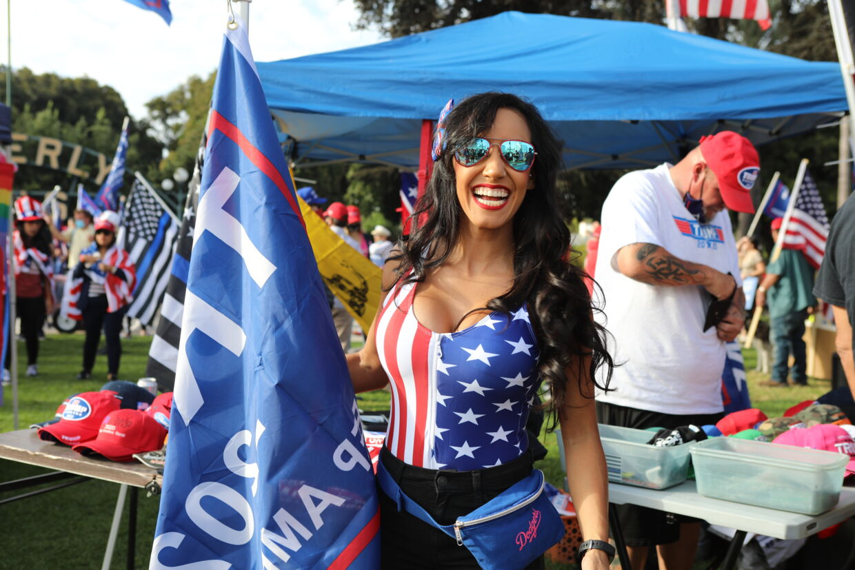 Deltager i Freedom Rally i Beverly Hills.