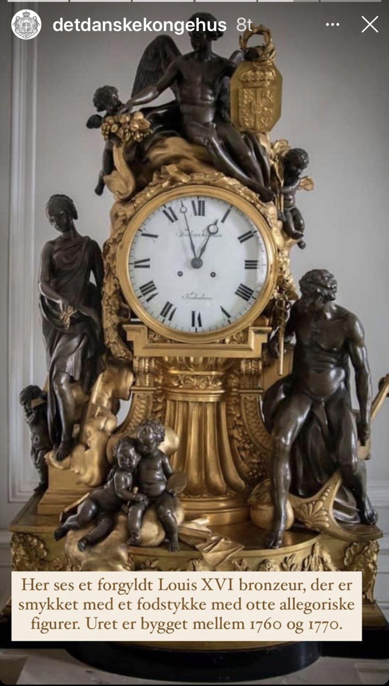 På Amalienborg har man også haft travlt med at stille urene tilbage i forbindelse med vintertid. Det oplyser kongehuset via Instagram.