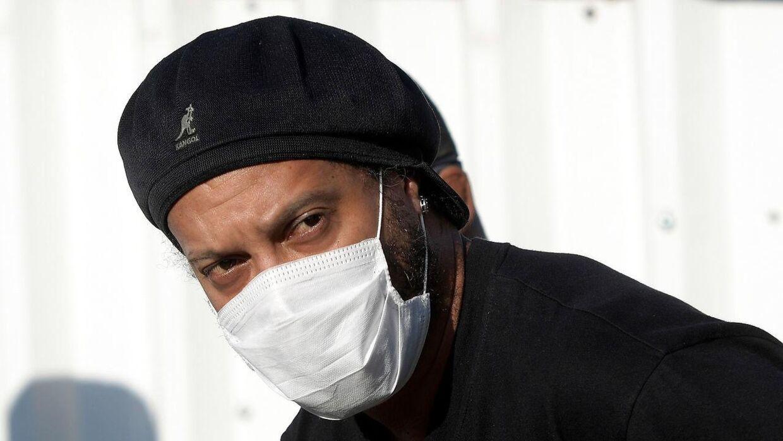 Ronaldinho er blevet testet positiv for coronavirus.