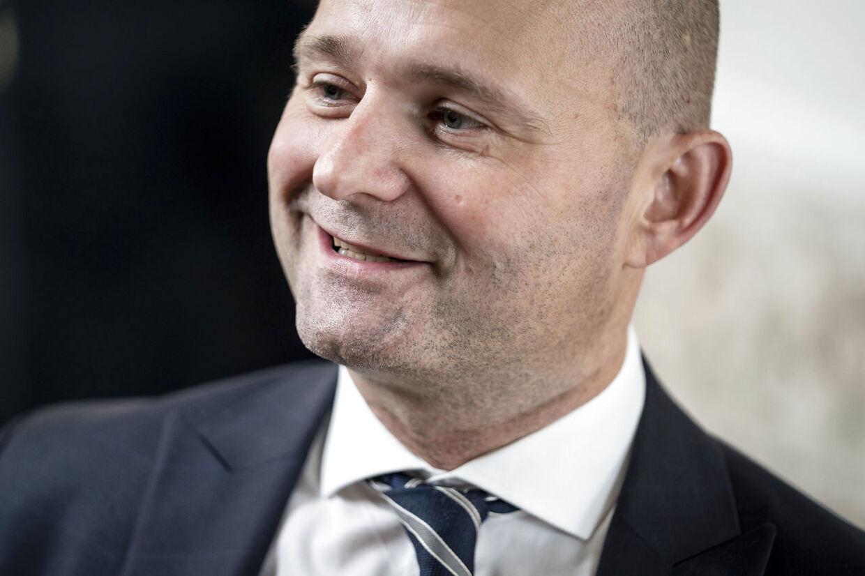Sæt fart på udbetalingen af de sidste to ugers feriepenge, siger Søren Pape Poulsen (K).