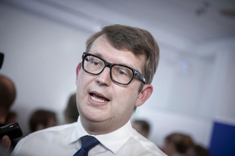 Regeringen har nølet i alt for lang tid, siger Troels Lund Poulsen.