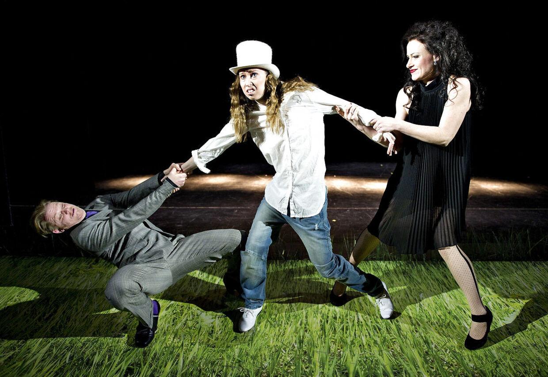 Her Merete Mærkedahl (i midten) under opsætningen af Shakespeares kærlighedskomedie Helligtrekongersaften på Aalborg Teater i 2011.