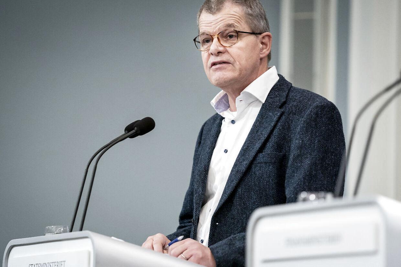 Faglig direktør i Statens Serum Institut Kåre Mølbak forklarer nu, at covid-19 er mindre farlig for børn end almindelig influenza.
