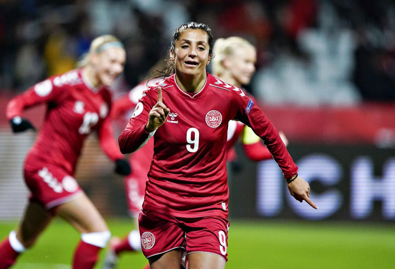 Danmarks Nadia Nadim scorer til 1-0 i EM kvalifikationskampen mellem Danmark og Georgien på Energi Viborg Arena, 12. november 2019.. (Foto: Henning Bagger/Ritzau Scanpix)