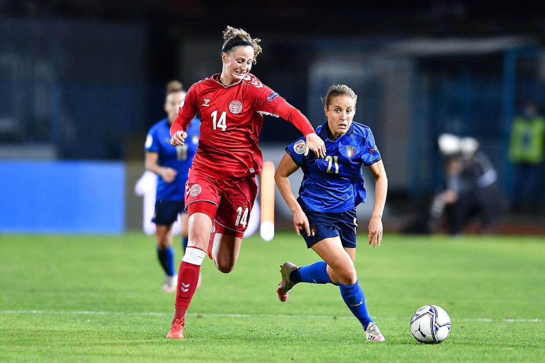 10/27/2020 - Valentina Cernoia (Italy), Nicoline Sorensen (Denmark) during Euro 2022 Qualifiers - Italy Women vs Denmark, Italian Soccer Team in empoli, Italy, October 27 2020 (Photo by IPA/Sipa USA). (Foto: LM/Lisa Guglielmi / IPA/Ritzau Scanpix)