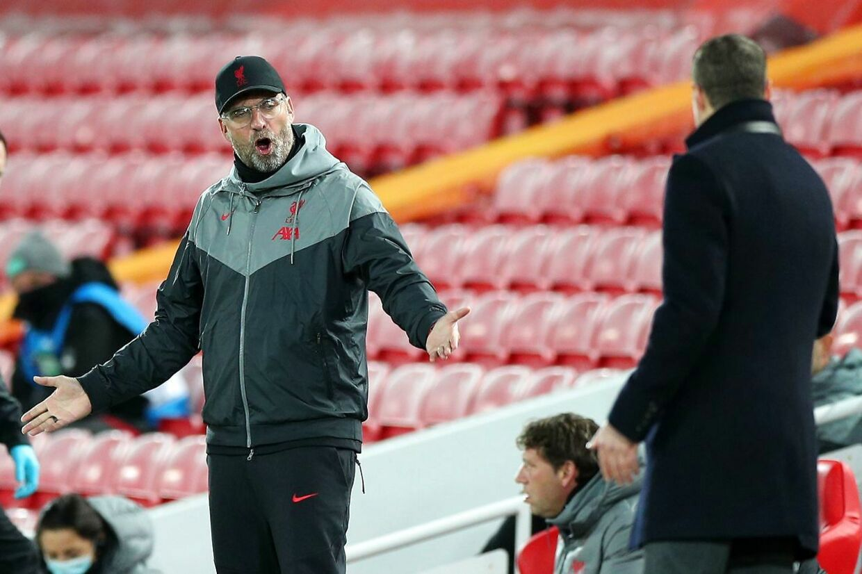 Liverpool's German manager Jurgen Klopp (L) gestures towards Midtjylland's Danish coach Brian Priske (R) on the touchline during the UEFA Champions league Group D football match between Liverpool and Midtjylland at Anfield in Liverpool, north west England on October 27, 2020. (Photo by Peter Byrne / POOL / AFP)