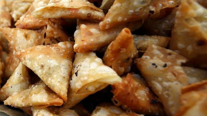 Der har været problemer med opbevaringen af samosaer i Mehmet's delikatesse.