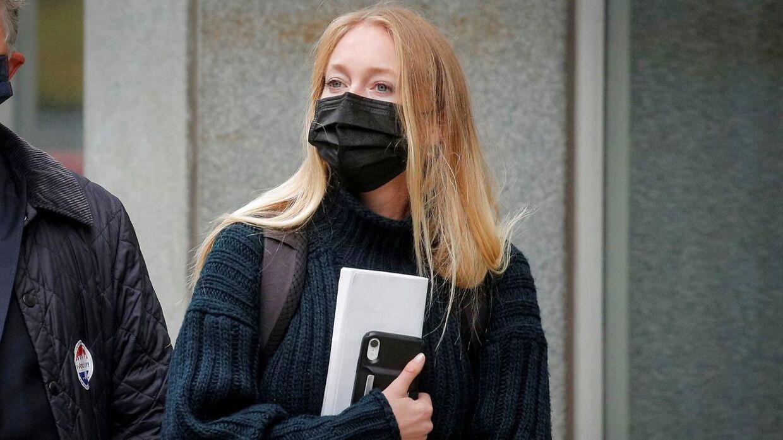 India Oxenberg fotograferet foran retten tirsdag.