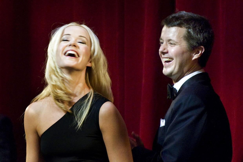 I 2008 havde Tina Dickow hele verden i sin hule hånd. Her ses hun med kronprins Frederik ved uddelingen af Kronprinsparrets Kulturpris, som dét år tilfaldt hende.