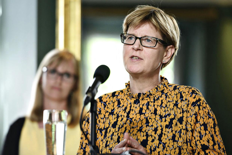 Formand for Region Nordjylland Ulla Astman (S) slukkede DF'er Erik Høgh-Sørensens mikrofon, mens han var i gang med et indlæg. Helt berettiget, mener hun. Magtfuldkomment, mener han.