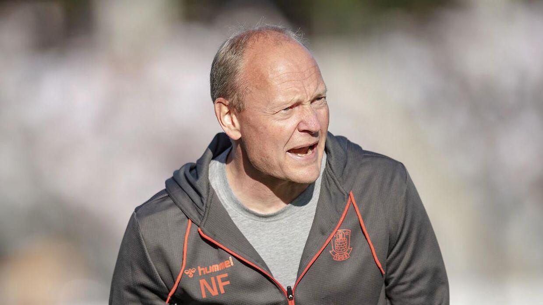 Niels Frederiksen smed Simon Hedlund på tribunen i sidste uge.