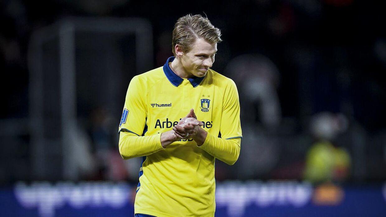 Hedlund blev ikke mere populær af at skyde en bold efter assistenttræner Jesper Sørensen.