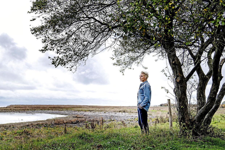 Hun er vokset op ved havnen i Skive og at være tæt på vandet betyder meget for tv-værten Lene Beier, som bor i første række ved Dragør.