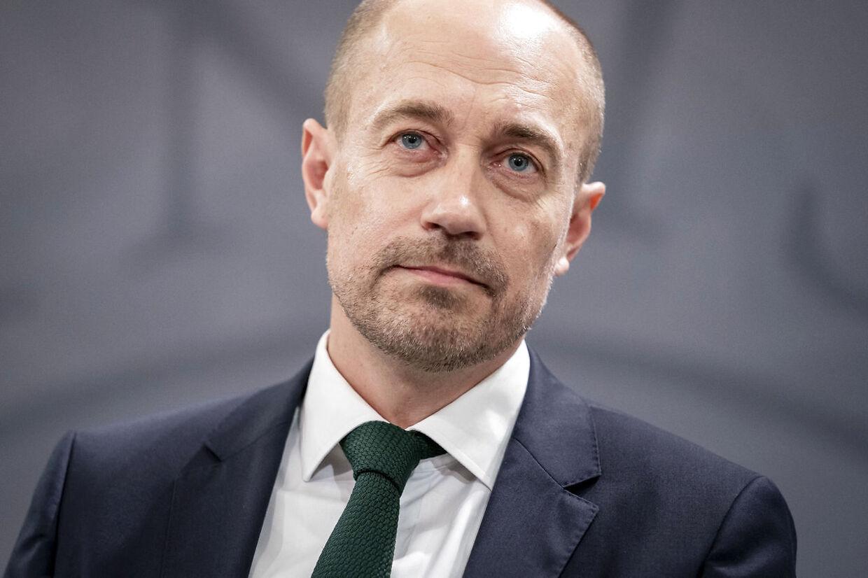 Sundheds- og ældreminister Magnus Heunicke (S) vil deltage i pressemødet sammen med erhvervsminister Simon Kollerup (S).