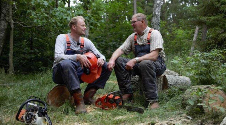 Christian Degn fælder træer sammen med sin far i den nye programserie.