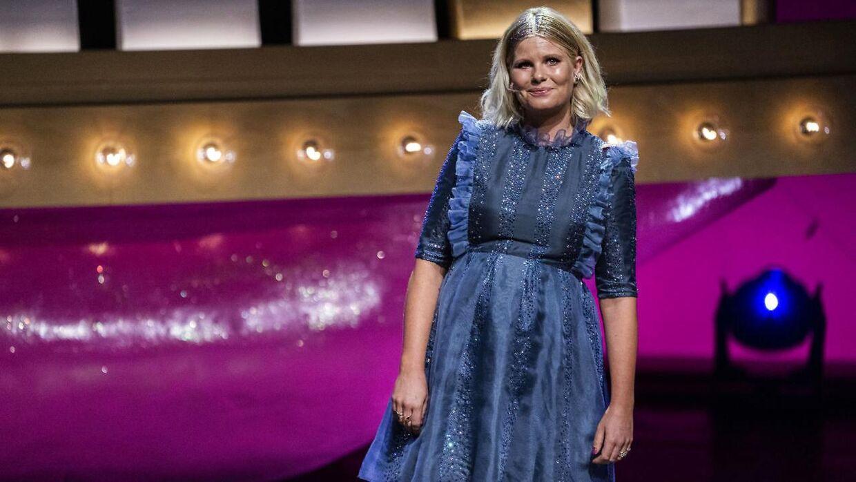 Sofie Linde på scenen til Zulu Comedy Galla i august 2020.