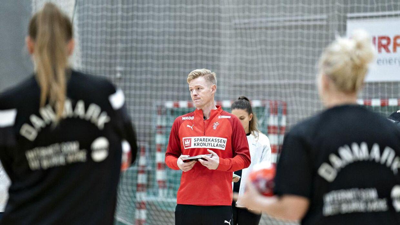 Danmark tager efter planen hul på EM fredag 4. december i Herning. Her er modstanderen Slovenien.