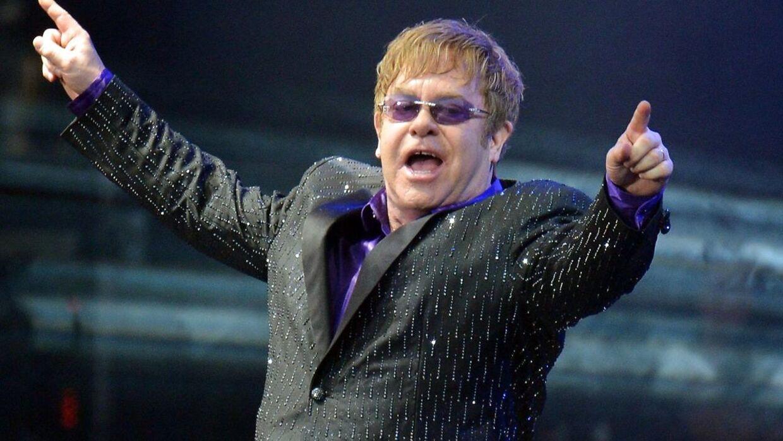 Elton Johns svigerfar er død.