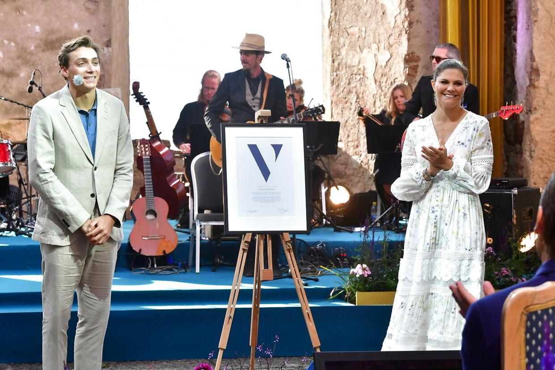Under Victoriadagen i år tildelte kronprinsesse Victoria et stipendie til den svenskfødte stangspringer Armand Duplantis. EPA/Jonas Ekstromer/TT.