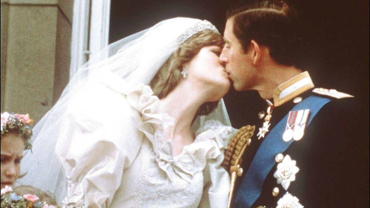 """(FILES) In this file photo taken on July 29, 1981 Charles, Prince of Wales, kisses his bride, Lady Diana, on the balcony of Buckingham Palace when they appeared before a huge crowd after their wedding in St Paul's Cathedral. - More than two decades after her death, Princess Diana's ill-fated entry into the British royal family is the main storyline in the up-coming fourth season of the hit Netflix drama """"The Crown."""" (Photo by - / POOL / AFP)"""
