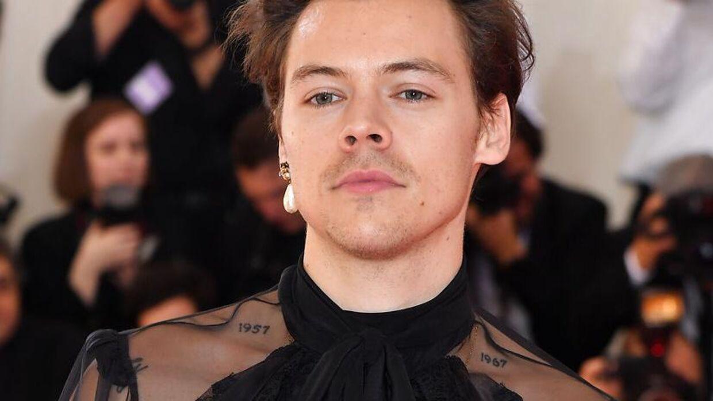 Harry Styles har tidligere leget med de maskuline og feminine sider. Her til Galla fest på Metropolitan Museum of Art i maj 2019. Foto ANGELA WEISS / AFP