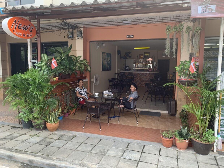 Geert Clemmensens kæreste har en cafe ved Lamai Beach.