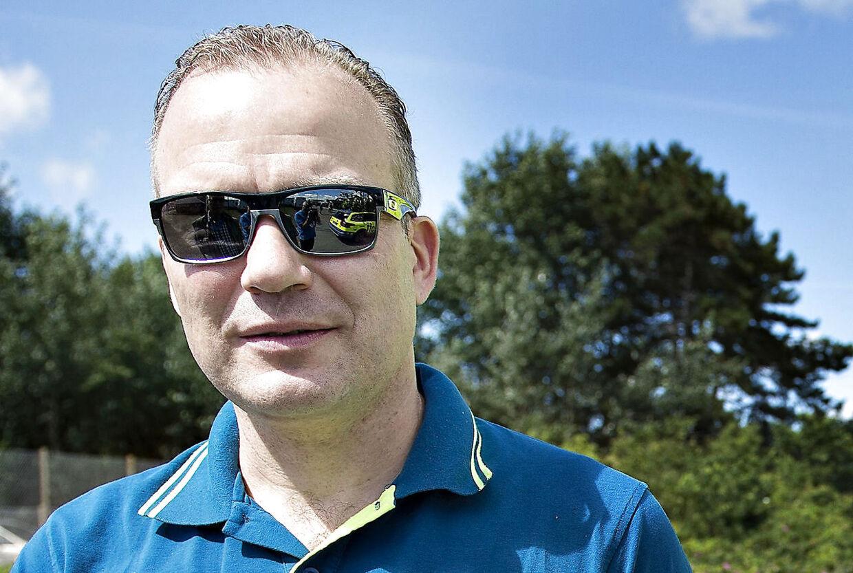 (ARKIV) Lars Michaelsen, sportsdiretør for Tinkoff Team, før starten på 2. etape af Postnord Danmark Rundt imellem Rømø og Sønderborg, den 28. juli 2016. Tidl. cykelrytter og sportsdirektør Lars Michaelsen fylder 50 år onsdag den 13. marts 2019. . (Foto: Henning Bagger/Ritzau Scanpix)