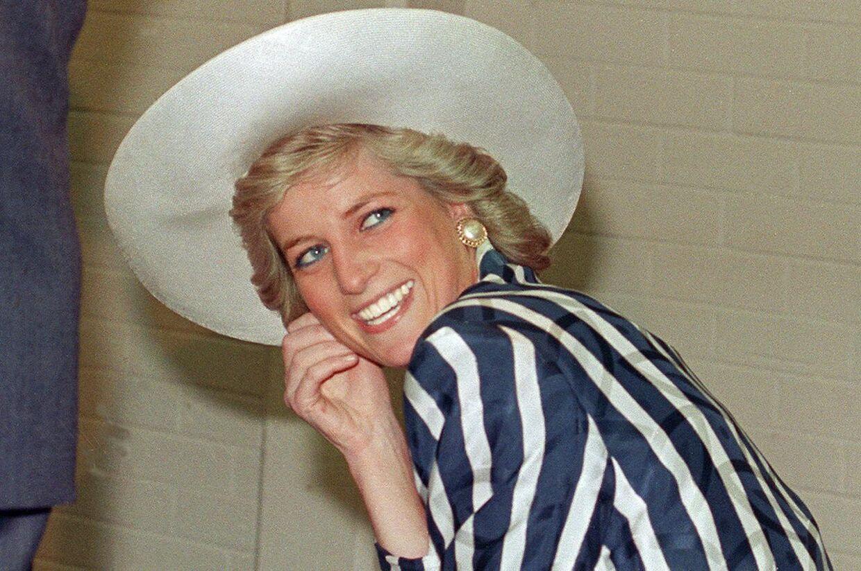 En glad Diana med liv i øjnene.