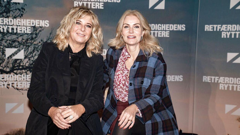 """Paprika Steen og Helle Thorning-Schmidt til gallapremieren på komedien """"Retfærdighedens ryttere"""" i Imperial i København."""