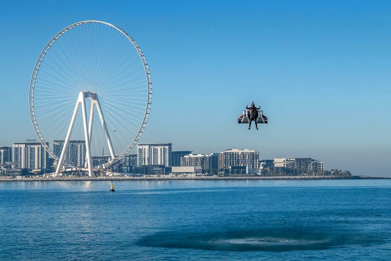Vince Reffet deltager i et flyveshow i Dubai.