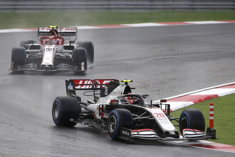 Kevin Magnussen (forrest) har kørt en af karrierens hidtil sidste Formel 1-løb i sidste weekend, da der blev afholdt Grand Prix i Tyrkiet.