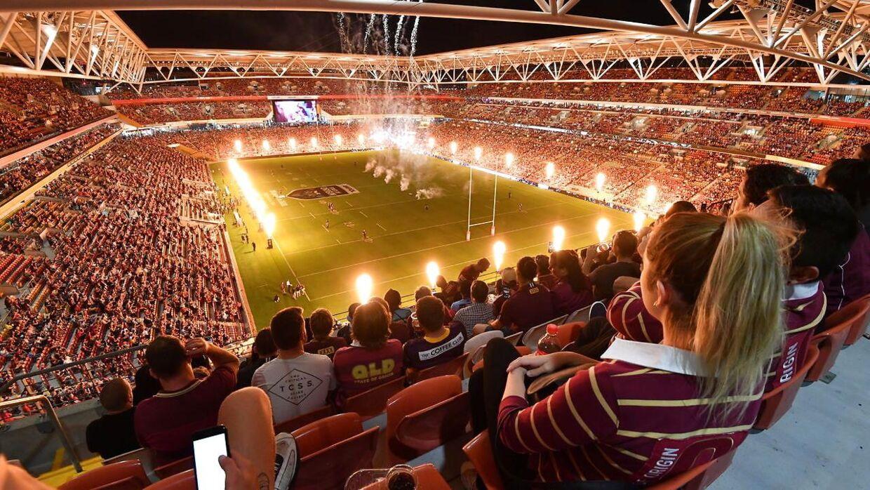 Billedet fra kampen mellem Queensland Maroons og New South Wales Blues bliver delt verden over. Næsten 50.000 tilskuere var på plads.