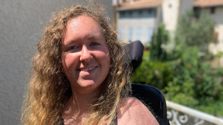21-årige Julie Andrieu fra Frankrig lider af SMA, hun har aldrig kunnet gå og er bundet til en kørestol, men medicinen spinraza har haft en stor betydning for hendes liv. (Privatfoto)