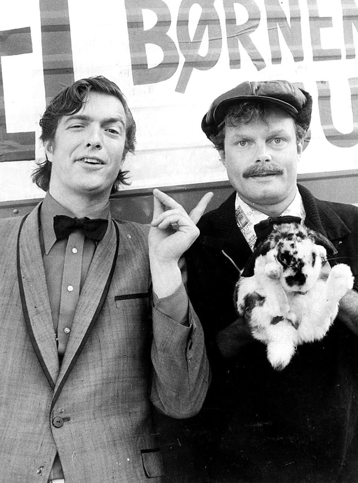 Igennem et langt liv har Ole Stephensen og Jarl Friis-Mikkelsen kørt parløb. De blev kendt som Brødrene Øb og Bøv, men har også indspillet film og lavet tv sammen. Arkiv