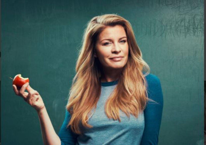 Mille Dinesen, som skolelæreren Rita i serien af samme navn.