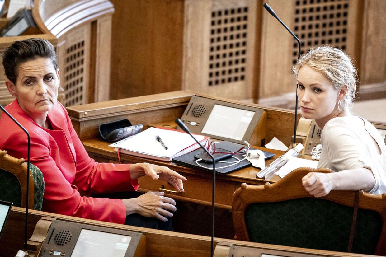 Pia Olsen Dyhr (SF) og Pernille Skipper (EL) er foreløbig ikke indstillet på en større undersøgelse af forløbet med mink-aflivningen.