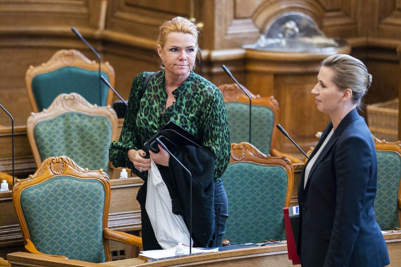 Inger Støjberg (V, tv.) har argumenteret på samme måde, som statsministeren gør nu. Her ses de begge under Folketingets åbningsdebat i oktober.