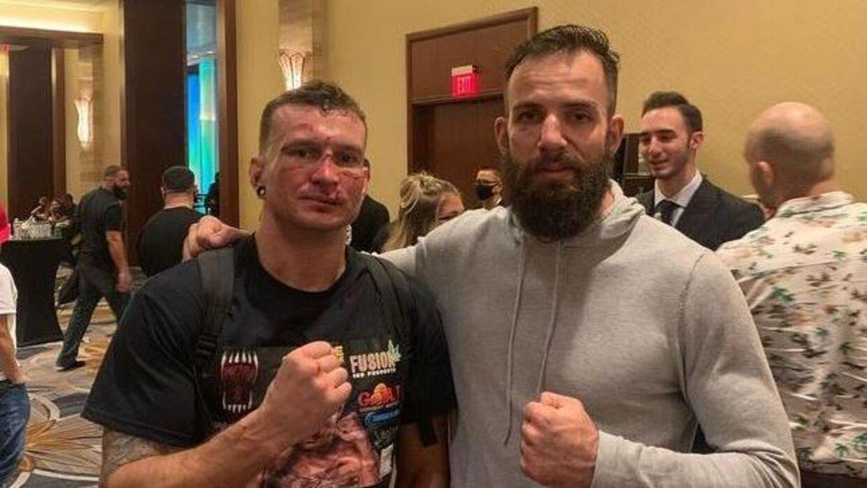 Billedet af de to boksere er taget efter kampen.