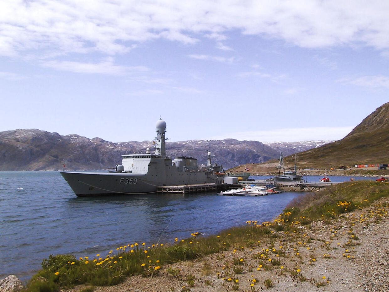 Her ses billede af den daværende danske Flådestation Grønnedal i Arsukfjorden i det vestlige Grønland. I 2014 blev de fleste ansatte på flådestationen sendt til Nuuk, og nu vil Dansk Folkeparti gerne have Grønndal gjort om til et nyt udrejsecenter for afviste aylansøgere.