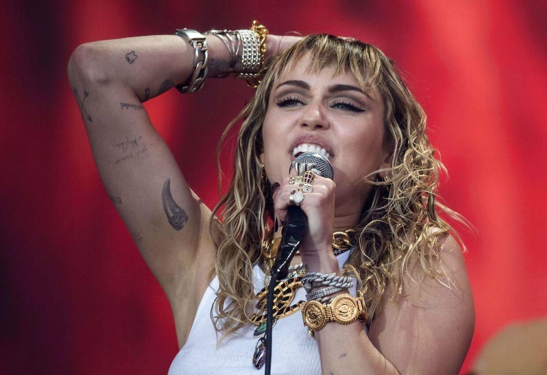 Miley Cyrus mener, at hun sagtens kan styre sit alkoholforbrug.