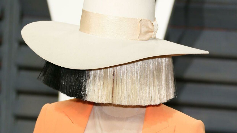 Her ses Sia med det fulde navn Sia Kate Isobelle Furler.