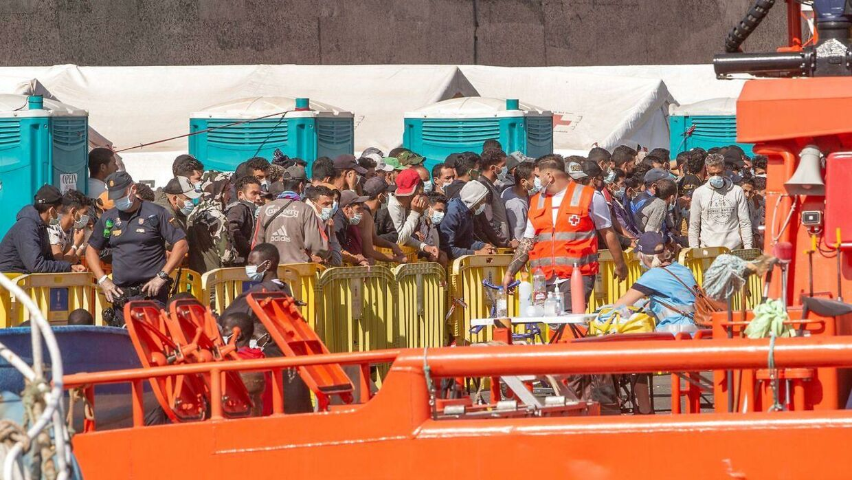 En gruppe migranter ankom mandag til Arguineguin på Gran Canaria. Det anslås af en ud af 25, der begiver sig ud på den farefulde tur fra Afrika til De Kanariske Øer, drukner undervejs.