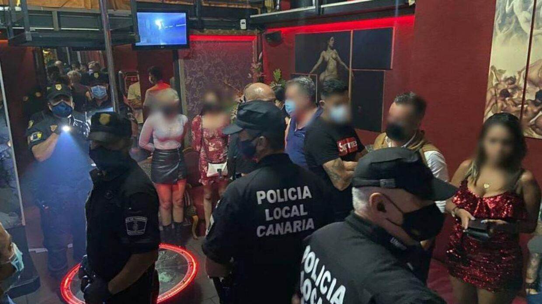 Politiet slog til på en ulovlig stripklub på ferieøen Tenerife.